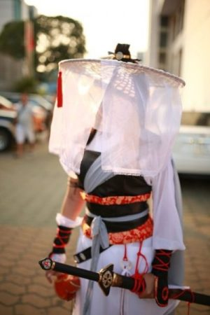 ...A WHITE... SHIRO NINJA INDEED... KUNOICHI STYLE THIS BE.