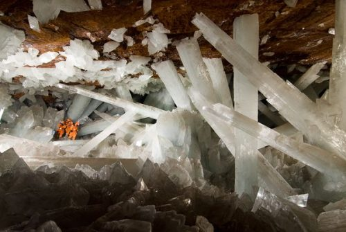 INNER EARTH GIANT CRYSTAL CAVE photocredit/thanks:pinterest