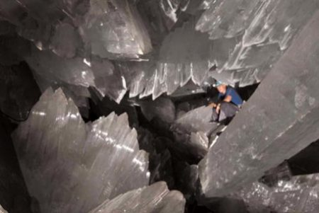 INNER EARTH GIANT CRYSTAL CAVE: NAICA, MEXICO. photocredit/thanks:bashoh