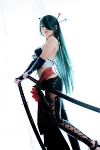 ...O...KUNOICHI OF THE SWORD... PUT THEE TO A PEDESTAL.?. AND THY WEAPON.?. SEEK AND SEARCH THE LEGENDS OF STEEL AND FIRE WITH Shiro... TO FIND A... UNIQUE SET INDEED. photocredit/thanks:pinterest