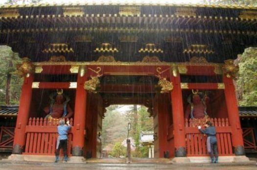 TEMPLE ENTRANCE WAY IN RED and gold, NIKKO. photocredit/thanks:hiveminer