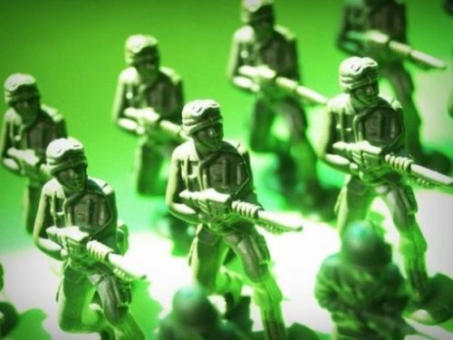 Featured Image Several Rows Of Gun Toting Green Toy Soldiers.