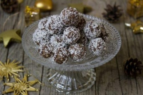 Image Of A Crystal Glass Bowl Full Of Rum Balls.