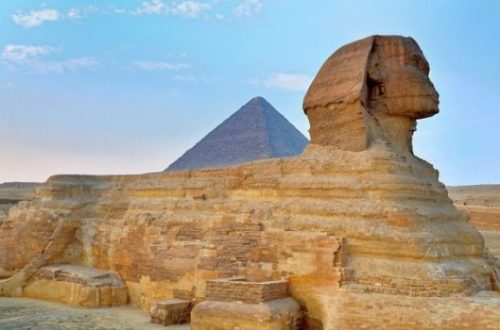 Featured Image Showing The Sphinx With The Great Pyramid In The Background.